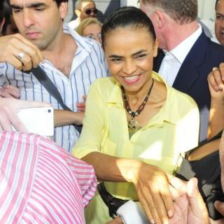 Marina Silva (PSB) desembarca em Vitória acompanhada do vice