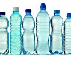 Água de coco, isotônicos, caldo de cana e água são as melhores opções de hidratação durante a corrida