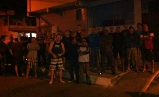 Policiais militares de folga montam guarda na casa de pm ameaçado em Vila Velha