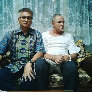 O brasileiro Marco Archer Cardoso Moreira, 53 (à direita), com seu advogado