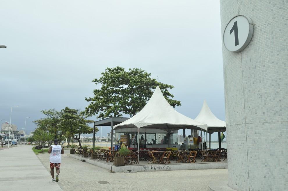 O casal foi abordado enquanto estacionada próximo ao quiosque 1, na Praia de Camburi. Crédito: Carlos Alberto Silva