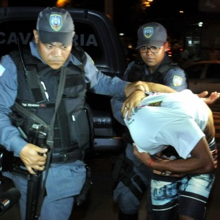 Polícia faz buscas no Bairro Jardim Carapina, a procura dos suspeitos pela morte do soldado da PM, Ítalo Bruno Pereira, morto a tiros e pedradas
