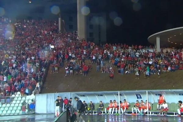 Resultado de imagem para Estádio Kleber andrade lotado