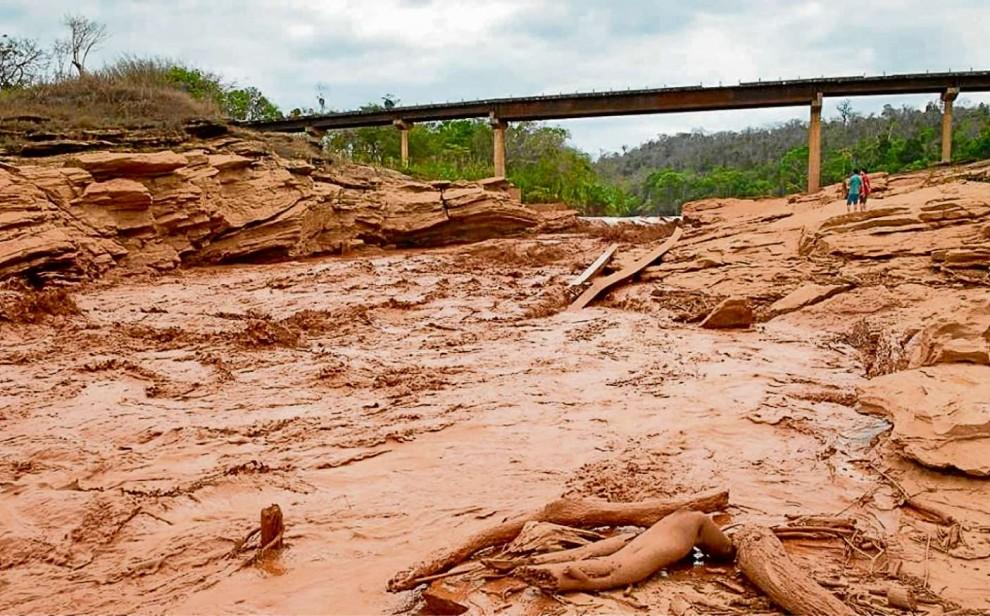 A lama que vazou da barragem que se rompeu em Mariana. Crédito: Elvira Nascimento/Divulgação - 09/11/2015