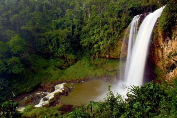 Cachoeira Engenheiro Reeve, em Matilde, Alfredo Chaves, é uma das opções