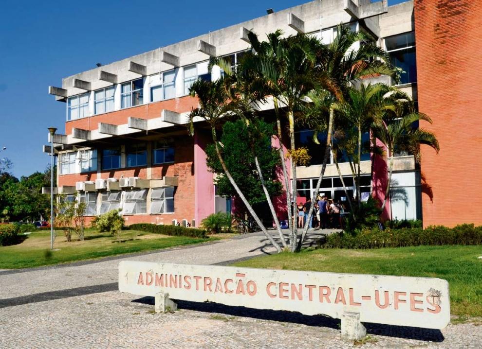Prédio da reitoria da Ufes: cursos a distância na universidade têm sido bem avaliados. Crédito: Fernando Madeira
