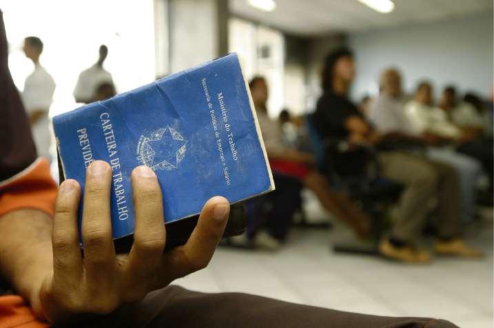 Oportunidades para quem quer trabalhar com carteira assinada. Crédito: Fábio Vicentini/Arquivo