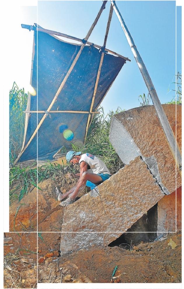 Operários trabalham sobre rochas de mais de 20 metros de altura