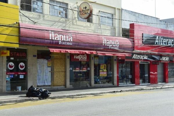 A Loja Itapuã Calçados, na Avenida Central, em Laranjeiras, foi atacada durante a madrugada
