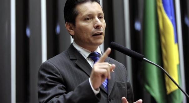 Capitão Assumção surta, tenta agredir PM e é levado para hospital ...