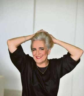 A empresária Marcia Bumachar decidiu assumir os fios esbranquiçados há apenas seis meses
