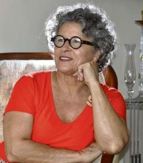 Os fios de Solange Resende começaram a mudar de cor em 2008, quando ela perdeu o irmão