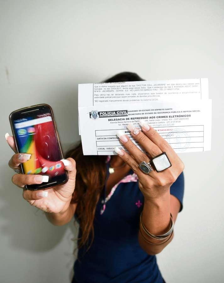 3e6ed46cab29e Universitária tem fotos nuas vazadas após deixar celular no conserto -  Cidades - Gazeta Online
