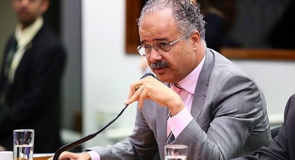 Vicente Cândido (PT) quer impedir a prisão de até 8 meses antes da eleição