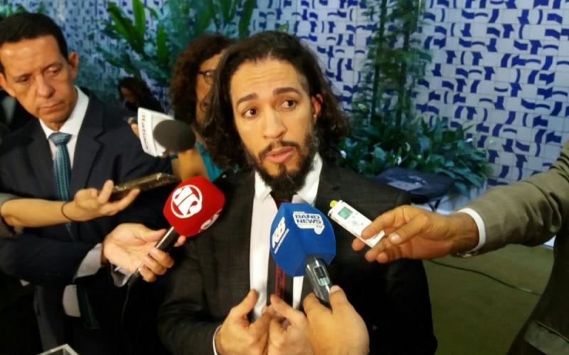 Com medo de ameaças, Jean Wyllys, do PSOL, desiste de mandato e deixa o Brasil. Crédito: Bernardo Caram|G1