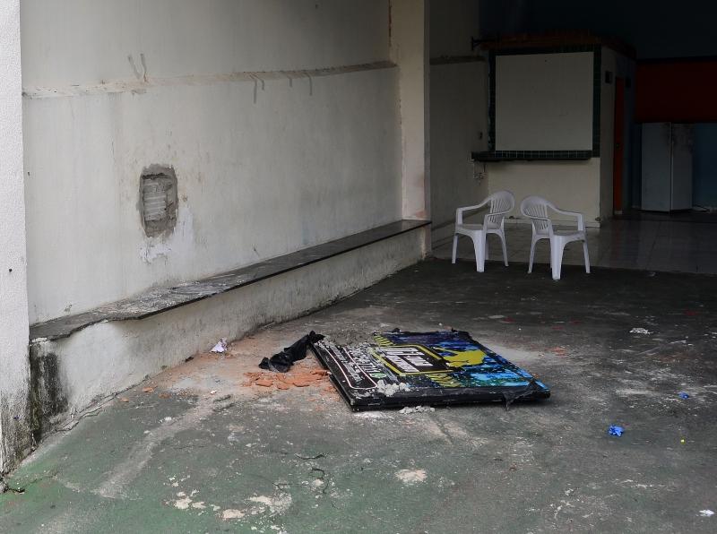 Bandidos fizeram um buraco no muro do cerimonial ao lado do Fórum da Serra para roubar as armas