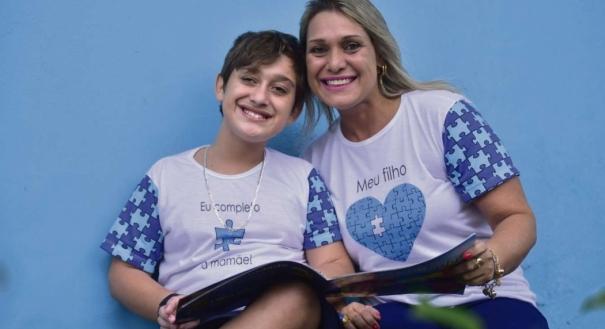 Mãe de três, um deles Felipe, 13, que é autista, ela mudou de vida por causa do filho e hoje preside a Associação dos Amigos dos Autistas do Espírito Santo (Amaes) e ouve diversos relatos