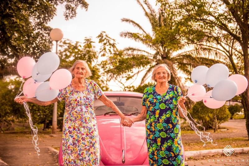 Resultado de imagem para Gêmeas completam 100 anos e fazem ensaio fotográfico no ES