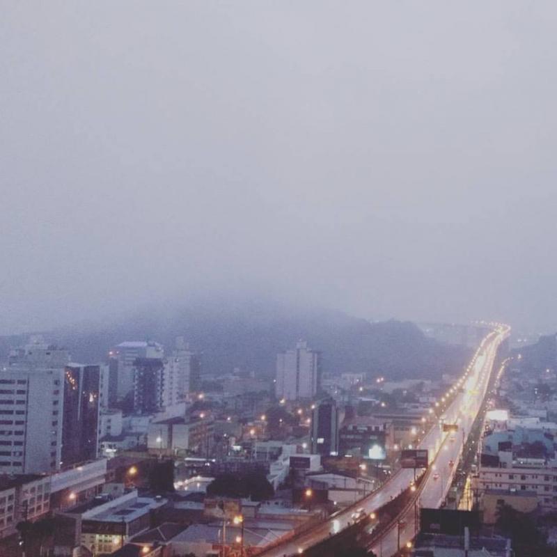 Convento some com chuva e neblina em Vila Velha na manhã desta segunda-feira (22). Crédito: Paulo Rogério