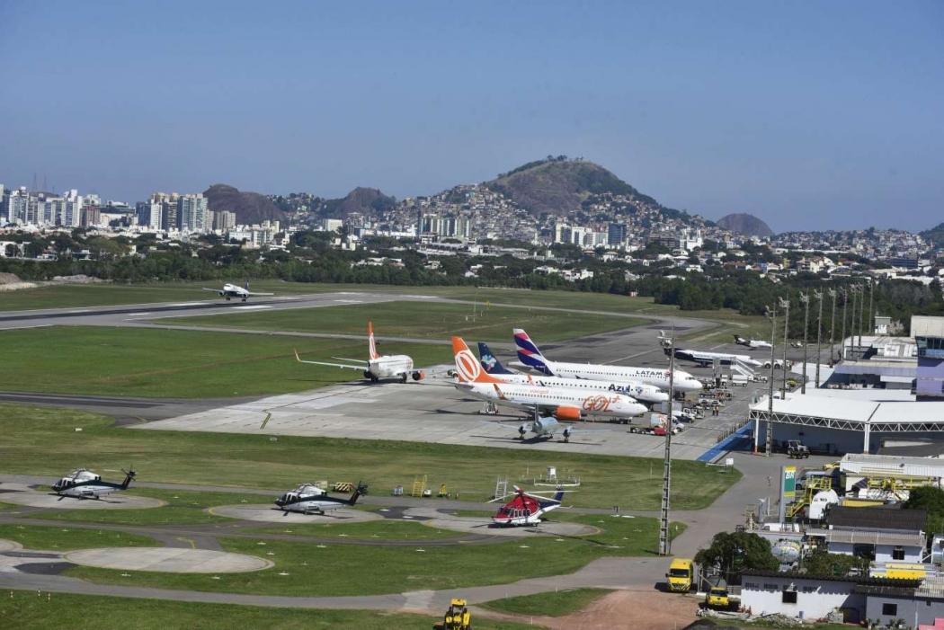 Aeroporto De Vitoria : Aeroporto em construção precisa de novos acessos