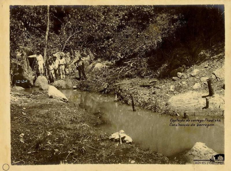 Captação de água no córrego Jucutuquara. Construção da Barragem
