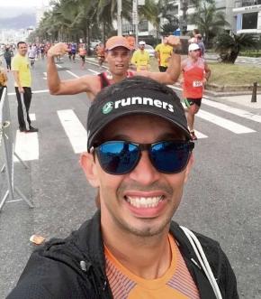 """""""A corrida dá mais disposição, melhora a rotina, com hábitos de vida mais saudáveis. A qualidade do sono melhora muito, a pessoa fica mais confiante e feliz"""" - Christian Rosa, personal runner"""