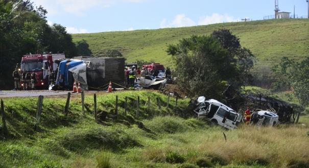 Grave acidente na BR 101, em Guarapari