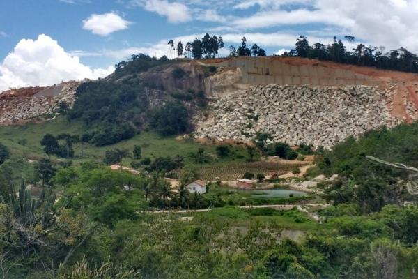 Pedreira onde os crimes eram praticados em Vila Pavão