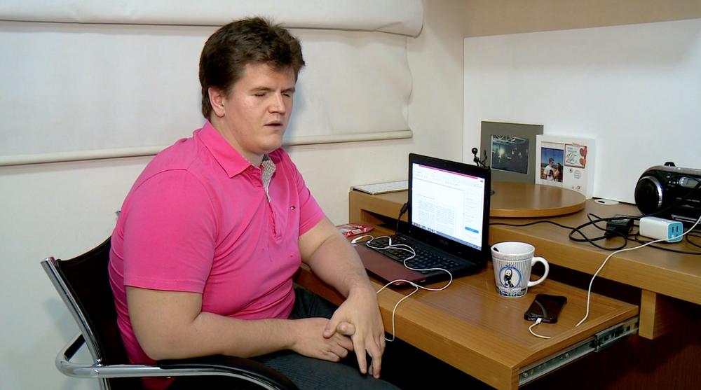 Felipe Rigoni tem deficiência visual e vai estudar na Inglaterra durante um ano
