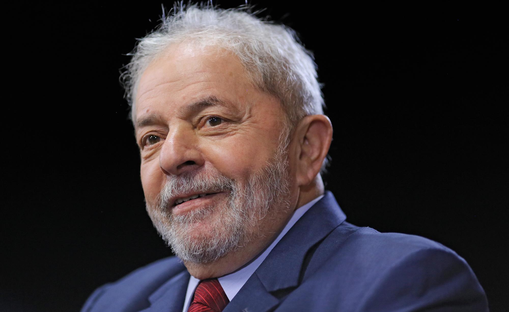 No Sul, manifestantes marcham em defesa de Lula