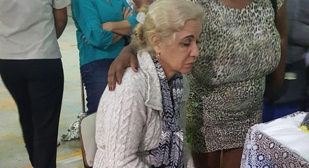 A dona de casa Elizena, mãe dos jovens assassinados