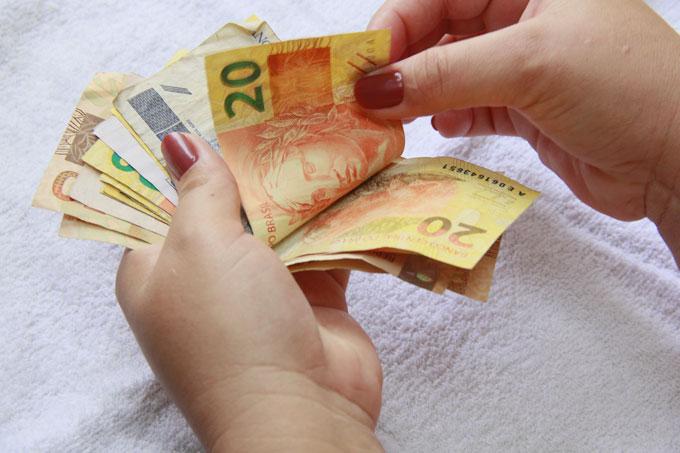 Governo prevê salário mínimo de R$ 1.039,00 em 2020. Crédito: Thinkstock/Thinkstock