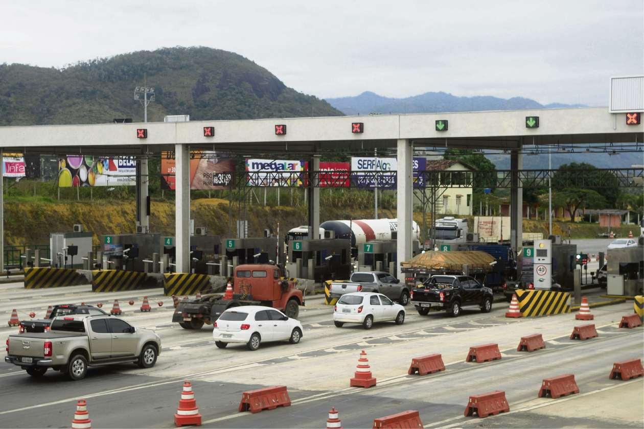 Praça do pedágio na Serra, onde é pago o preço pelo uso da rodovia no município. Crédito: Ricardo Medeiros
