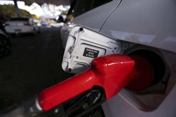 Litro da gasolina vai ter reajuste de mais de 3% a partir desta terça