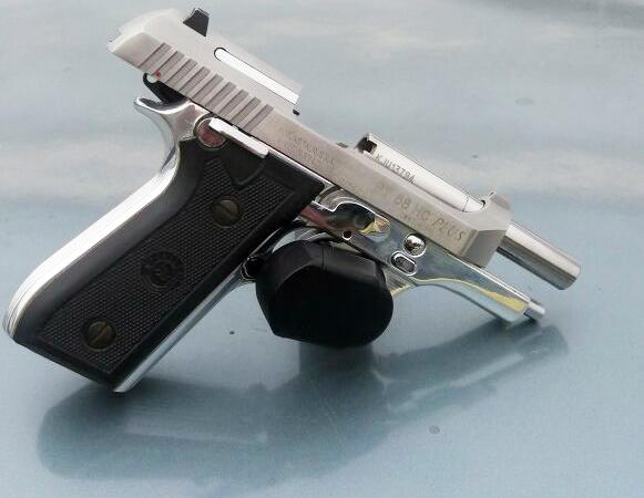 Arma apreendida com o acusado de estelionato