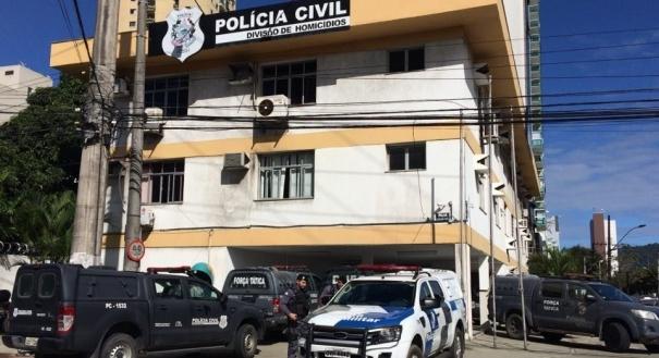 Ocorrência foi registrada na Divisão de Homicídios e Proteção à Pessoa (DHPP). Crédito: Kaique Dias   Rádio CBN