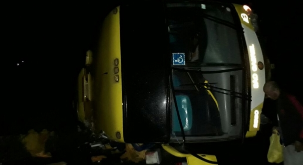 Ônibus com trabalhadores do Espírito Santo tombou na Bahia
