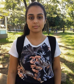 """A estudante Alana Siquara, 22, não gosta de andar  na Ufes sozinha e pegar ônibus sem companhia. """"As pessoas só tomam atitude quando acontece alguma coisa. Um tempo atrás um cara mostrou o órgão sexual e fiquei sem reação."""""""