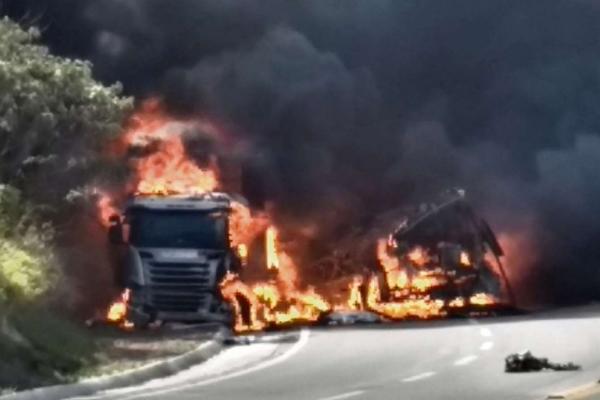 """Pós-doutor em Engenharia de Transportes disse que a BR 101 é um """"barril de pólvora para acidentes"""""""