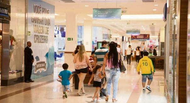 Lojas em shoppings: comerciários defendem ficar de portas fechadas nos feriados