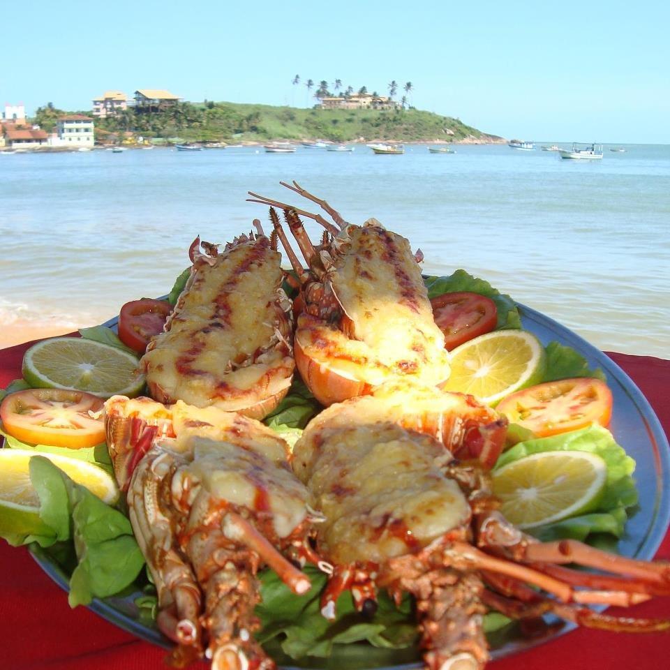 No tradicional restaurante restaurante Gaeta, em Guarapari, os clientes tem a opção de comer com os pés na areia