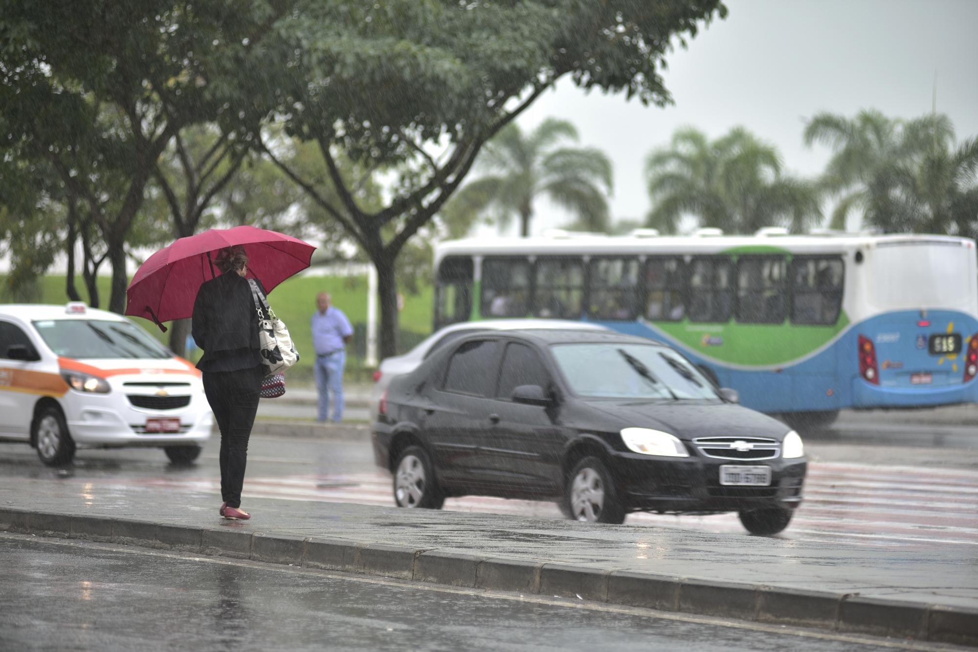 Frente fria traz chuva para o município do Rio nesta segunda-feira