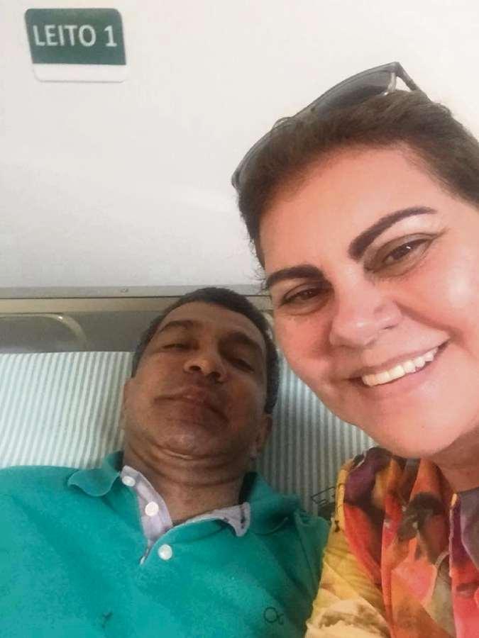 Sérgio Vidigal e a esposa Sueli no hospital onde o deputado está internado