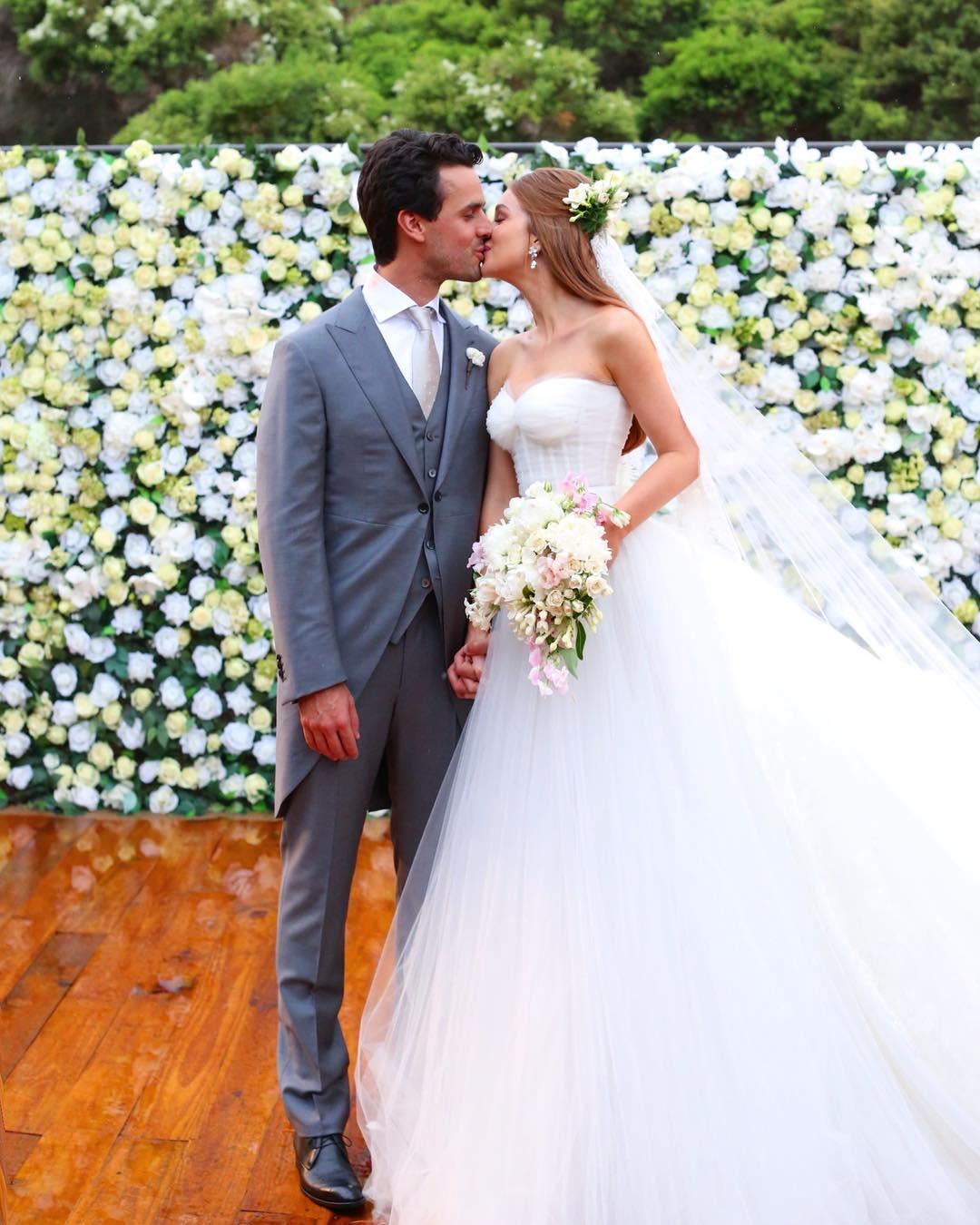 f60ba785a57ba Veja fotos do casamento da atriz Marina Ruy Barbosa - Famosos ...