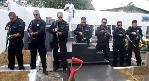 Salva de tiros durante sepultamento