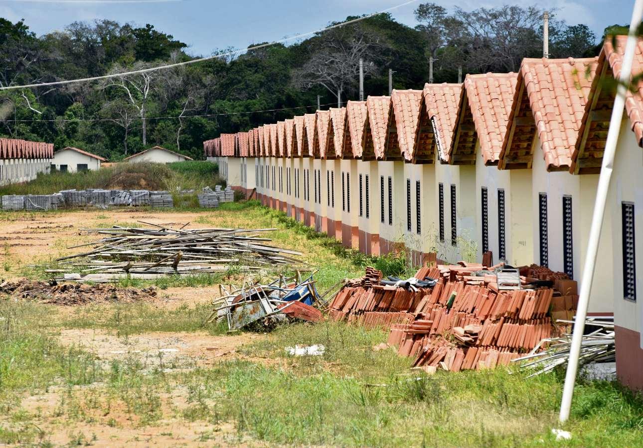 Casas populares do Minha Casa Minha Vida: governo federal diminuiu recursos, e construtoras estão com obras paradas. Crédito: Fernando Madeira/Arquivo