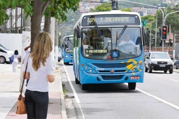 Aps o fim da greve a populao continuou reclamando da demora dos nibus do Transcol