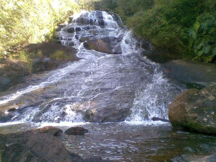 Cachoeira na comunidade de Santana, no distrito de Rio Calçado, em Guarapari