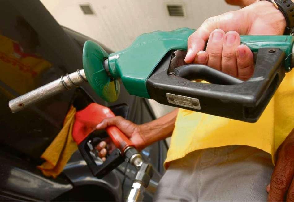 Petrobras anuncia queda no preço da gasolina e do diesel