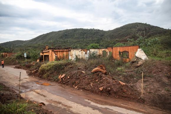 Ruínas em Bento Rodrigues, distrito de Mariana, dois anos após a tragédia do rompimento da Barragem de Fundão, da mineradora Samarco . Crédito: José Cruz   Agência Brasil